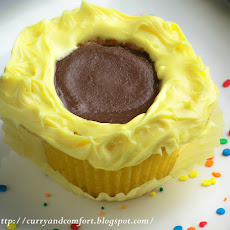 Sunflower Cupcakes with Reese's Peanut Butter Cups