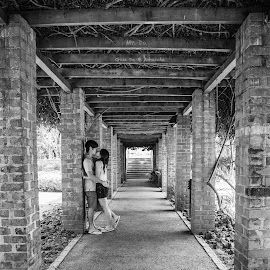 Black n White Love. by Gan Da - People Couples ( black and white, vintage, couple, symmetry, people )