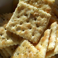 Garlic Flavored Saltine Crackers