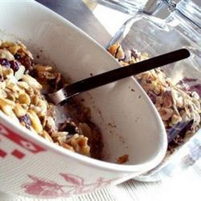 Honey-sweetened Fruit and Nut Granola