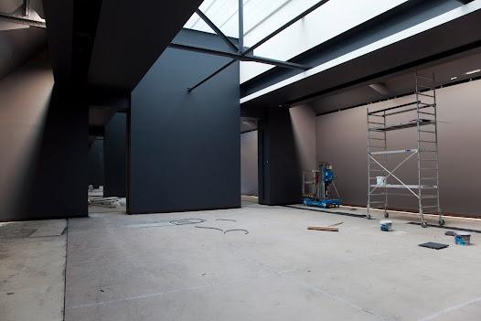 """Entre 2009 et 2011, à l'initiative de Guy Cogeval président de l'établissement public depuis 2008, le musée d'Orsay entreprend la rénovation muséographique de ses salles impressionnistes et post-impressionnistes, ainsi que des quatre étages du """"Pavillon Amont"""", dédié aux arts décoratifs."""