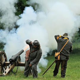 Civil War Reenacting by Barbara Noles - News & Events US Events ( reenacting, canon, soldiers, civil war, historical,  )