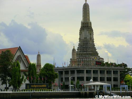 Royal Thai Navy Headquarter and behind is Wat Arun