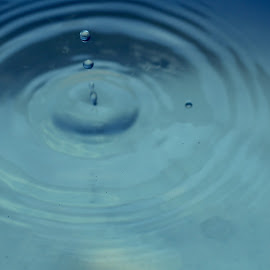 by Rizky SeasonTwo - Abstract Water Drops & Splashes