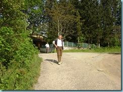 2008 05 01 Πρωτομαγιά Αρκοχώρι, Άγιος Νικόλαος Αρκοχωρίου. Ο Τάσος Πασχούλας και στο βάθος ο Βασίλης Γιαννακούδης αδελφός του Γιάννη.