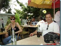 se kafeteria ekso apo tin Agia Sofia