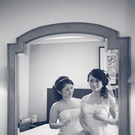 mirror mirror by Henry Suwardi - Wedding Getting Ready (  )