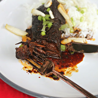 Slow-Cooked Korean Short Ribs With Green Onion and Pear