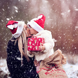 Christmas Kiss by Chinchilla  Photography - People Family