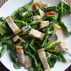 Stir-Fried Chinese Broccoli with Crispy Pork Belly (Khana Mu Krop)