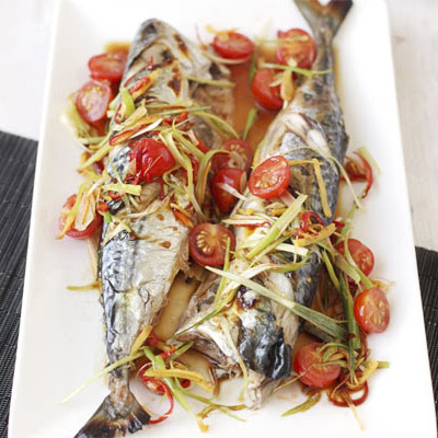 Mackerel With Sizzled Garlic, Ginger & Tomatoes