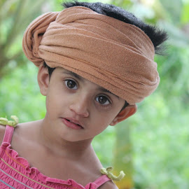 How do i look... by Manoj Abraham - Babies & Children Child Portraits