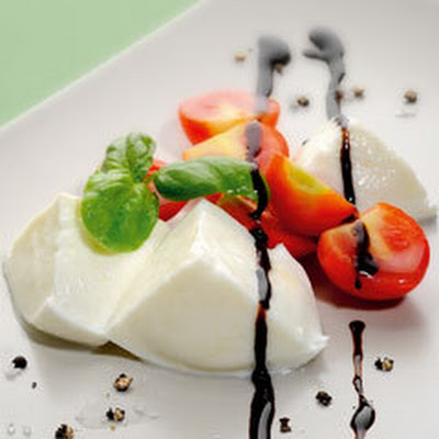 Tomato And Mozzarella With Basil And Bertolli Italian Glaze With Balsamic Vinegar Of Modena