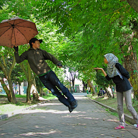 terbanglah.. by Wahyu Geghans Jr. - People Couples ( levitation, park, fly, street, umbrella, geghans, candid, couple, surabaya,  )