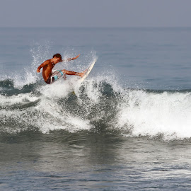 by Joel  Pangoe Rihingan - Sports & Fitness Surfing
