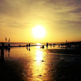 Pangandaran Beach, July 2012 by Diadjeng Laraswati H - Landscapes Beaches ( , silhouette )