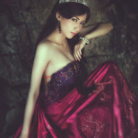 red violet by Andreas Yunis - People Fashion