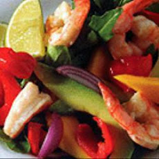 Summer prawn salad with Sweet Piquanté Peppers, mango and avocado