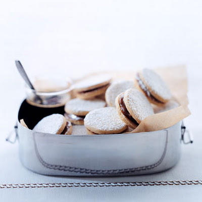 Butter Cookies with Dulce de Leche
