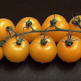 Yellow tomatos by Andrew Piekut - Food & Drink Fruits & Vegetables