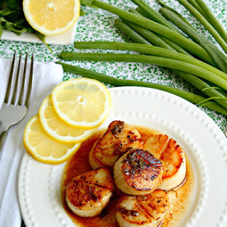 Simple Seared Scallops in Brown Butter Sauce