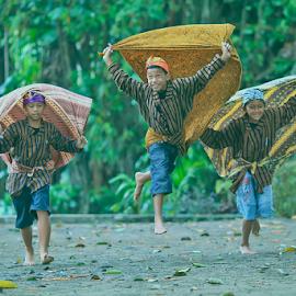I can fly..!! by Adam Bishawa - Babies & Children Children Candids