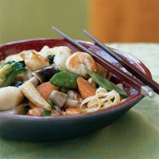 Braised Seafood and Vegetable Noodles