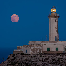 Lighthouse in Lampedusa by Guido Todarello - Landscapes Travel ( 2013 license  set as cover edit photo enable store, details / location  camera     canon eos 50d lens     canon ef 70-200mm f/4l usm focal length     183mm shutter speed     1 secs aperture     f/11 iso/film     100  category     landscapes uploaded     11 days ago taken     june 24 )