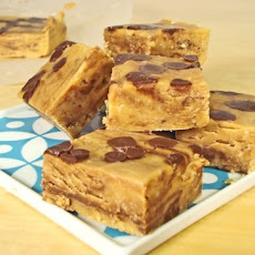 Easy Chocolate Peanut Butter Crunch Fudge