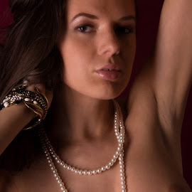 Pearls by Tomas Fensterseifer - Nudes & Boudoir Artistic Nude ( nude, pearls, boobs )