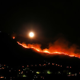 Incendio e luna piena by ANNA RIBOTTA - News & Events Disasters