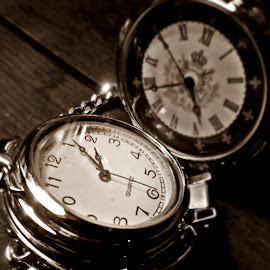 Time goes by by Ciprian Apetrei - Artistic Objects Antiques ( macro, black and white, brittany, artistic objects, clocks,  )