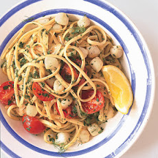 Linguine with Bay Scallops, Fennel, and Tomatoes