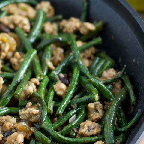 Chinese Long Beans with Ground Pork (豆角炒肉碎)