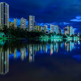 Azul by Tony Saad - Buildings & Architecture Office Buildings & Hotels ( brazil, londrina, long exposure, night, lake, brasil )