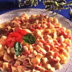 Pasta With Fresh Tomatoes & Basil