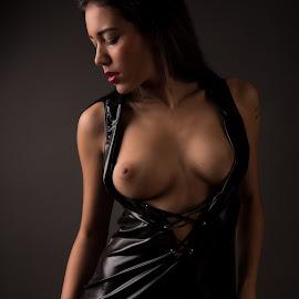Black  by Tomas Fensterseifer - Nudes & Boudoir Boudoir ( nude, low key, boudoir, fetish )