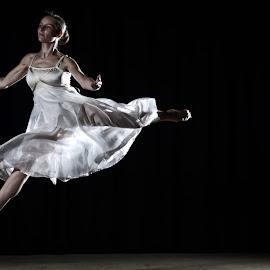 Dancer Stephanie Mathews  by Bernie Penman - People Musicians & Entertainers