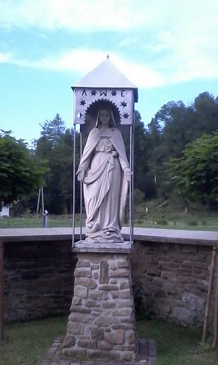 Maria deptająca węża