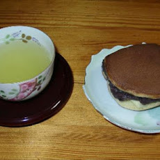 Dorayaki (Sweet Filled Pancakes)