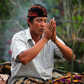 Pray by Fammz Fammudin - People Portraits of Men ( bali, prayer, people, culture, man, portrait, photography,  )