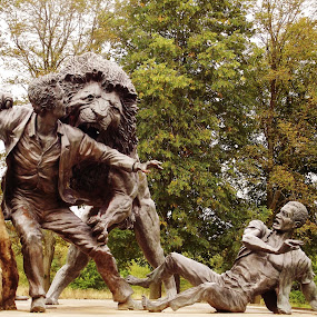 Dr Livingstone by Craig Skinner - Buildings & Architecture Statues & Monuments ( lion, scotland, visitor centre, blantyre, museum )