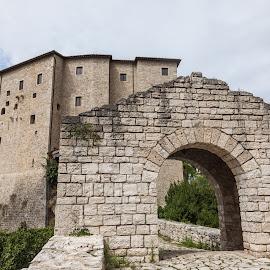 Forte Malatesta by Cesare Morganti - Buildings & Architecture Public & Historical ( ancient, castle, historical, ascoli piceno, italy )