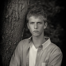 Senior Picture by Paul Zeinert - People Portraits of Men ( standing.arm cross, tree, outside, man )