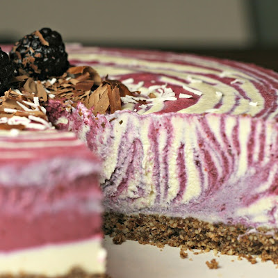 BLACKBERRY COCONUT CHEESECAKE (RAW, VEGAN, PLANT-POWERED)