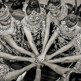 Indonesian Dance Troops by Irwan Budiarto - News & Events Entertainment ( indonesian, performance, traditional, dance,  )