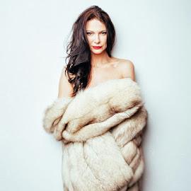 Venus in furs, 01 by Ian Pettigrew - Nudes & Boudoir Boudoir ( sexy, nude, naked, hot, fur, brunette )