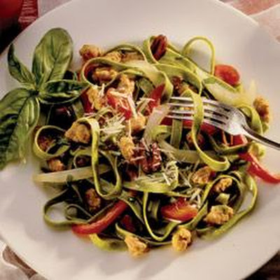 Spinach Fettuccine with Sausage, Peppers and Olives