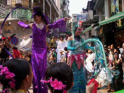 Stilt walking in Macau Fringe Festival 2005