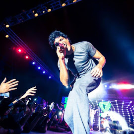 Farhan's show!! by Rohan Sapare - News & Events Entertainment (  )